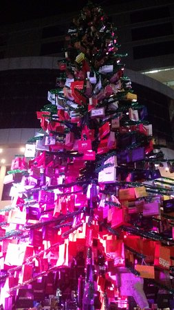 R City Mall: christmas tree decor with shopping bags