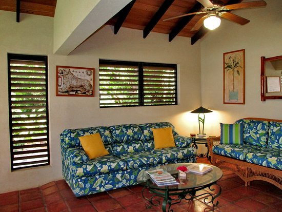 Harbour Club Villas & Marina: Villas have louvered and screened windows with lots of fans.