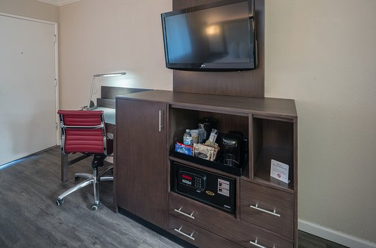 The Palo Alto Inn: Enjoy our new, flatscreen TVs with complimentary HBO. Each room also has free wifi and snacks.