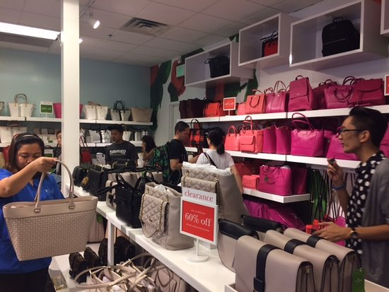 Waikele Premium Outlets: Kate Spade store