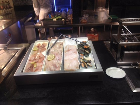 Royalton White Sands Resort : Seafood buffet choices