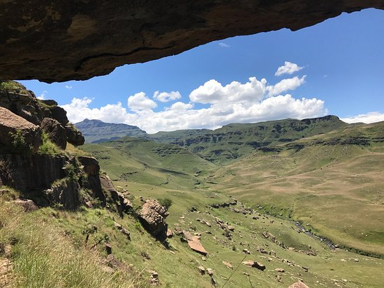 Himeville, South Africa: Starting at Cobham nature reserve we spent over five hours exploring the edge of the Drakensberg