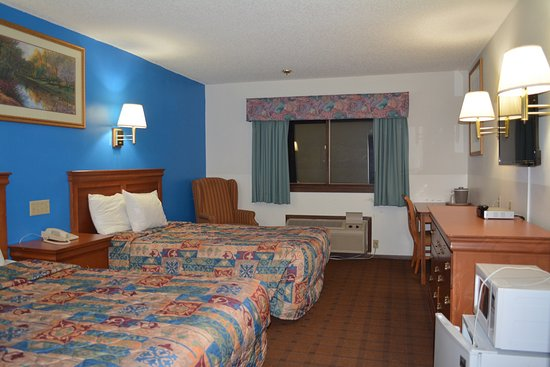 Bloomer Inn & Suites
