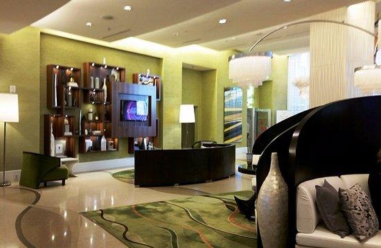 Renaissance Arlington Capital View Hotel: Beautiful lobby