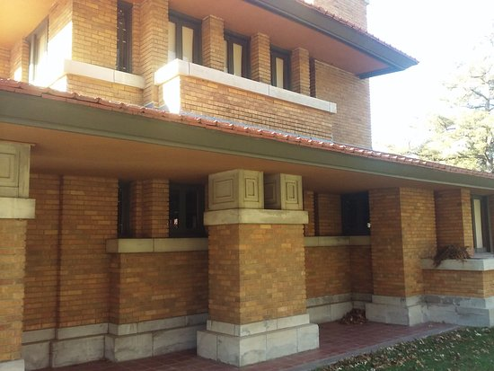 Frank Lloyd Wright's Allen House: detail of front