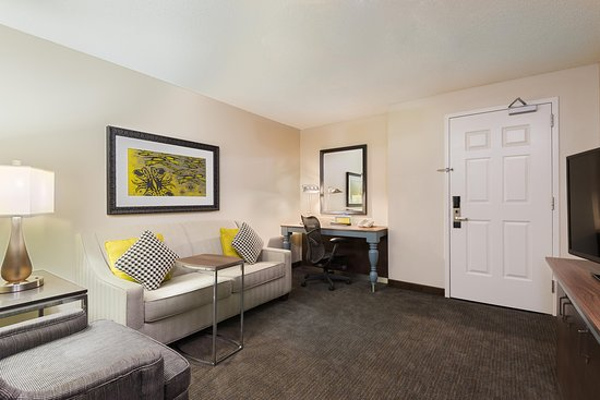 Hilton Garden Inn Westbury: Junior Suite Living
