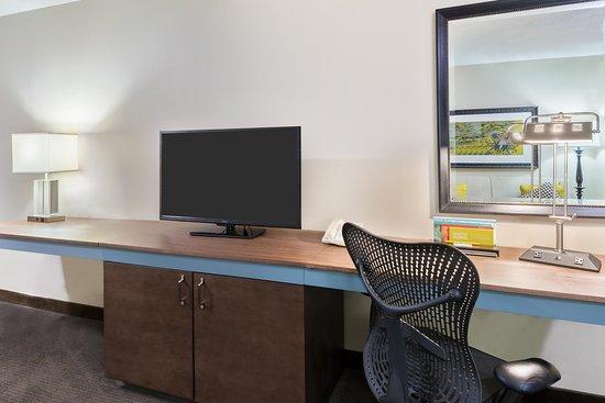 Hilton Garden Inn Westbury: Work Desk