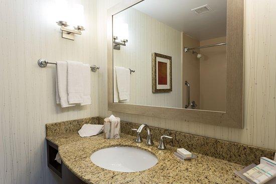 San Mateo, CA: Standard Guest Bathroom