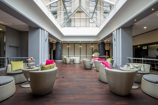 Hilton London Kensington: The Atrium