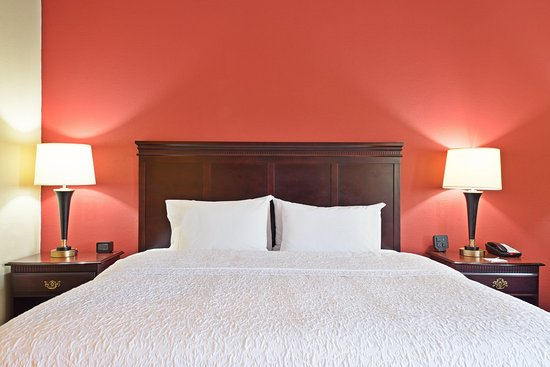 Hurricane, Virginia Occidental: King-sized Bed Guest Room
