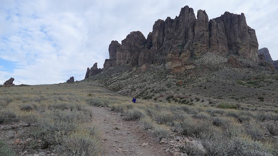 Lost Dutchman State Park: Superstition Mountain hiking trail
