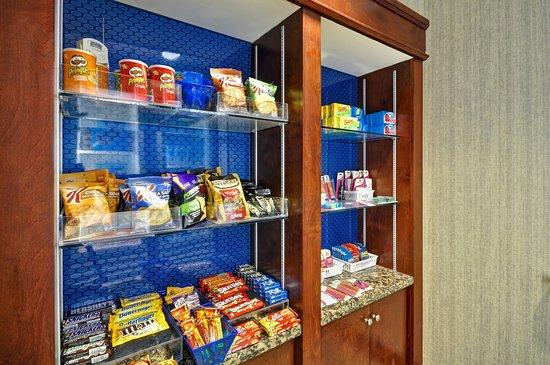 Hampton Inn & Suites Fredericksburg: Snack Pantry