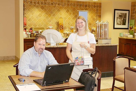Hampton Inn & Suites Rogers: Breakfast Hostess