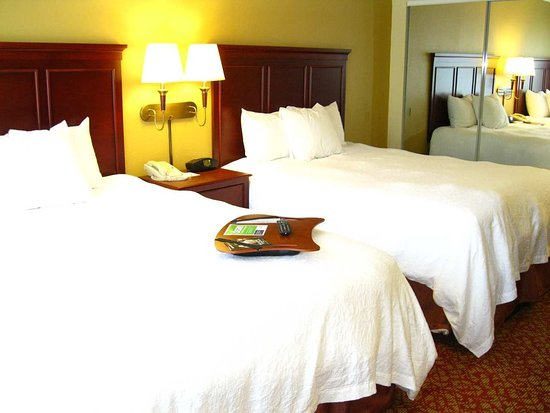 Hampton Inn & Suites Williamsburg-Richmond Rd.: Two Queen Suite