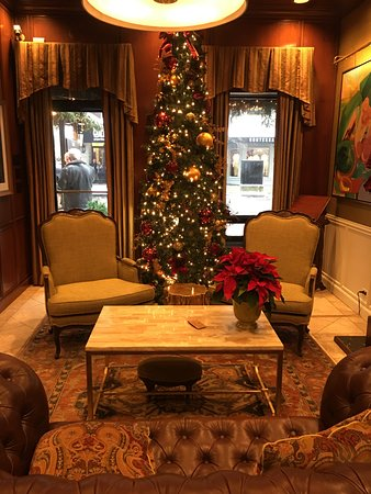The Talbott Hotel: Lobby decorated for Christmas