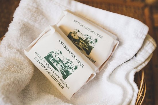 Sisters, Oregón: Guests are encouraged to enjoy our complimentary bathroom toiletries.