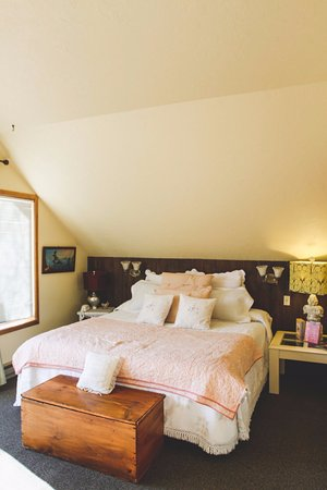 Sisters, OR: Unit #10 - The Honeymoon Suite: Each of our Units features unique decor.