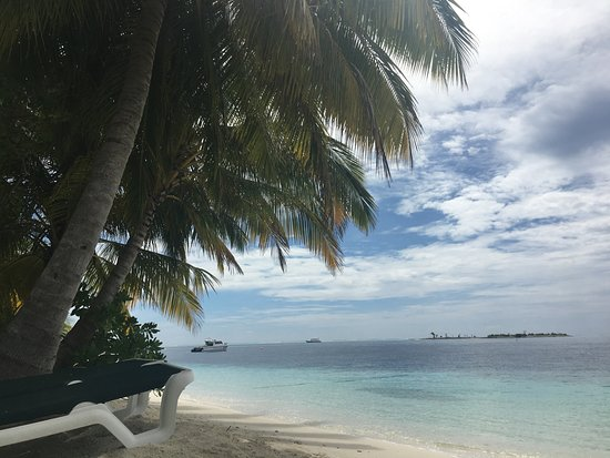 Vilamendhoo Island Resort & Spa: Pohľad z pláže pred izbou