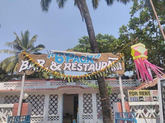 Anjuna, India: 6 Pack Bar and Restaurant