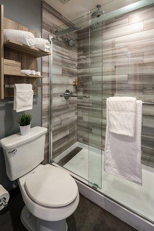 The Canoga Hotel: Rain Shower
