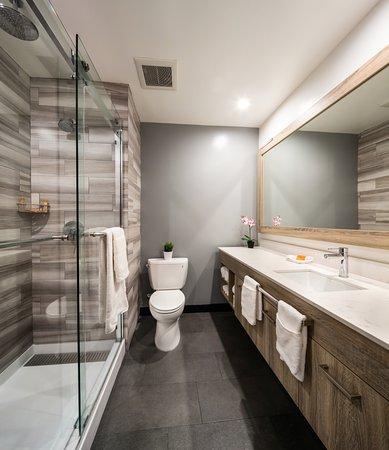 The Canoga Hotel: Bathroom