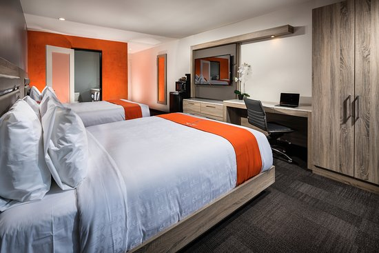 The Canoga Hotel: Two Queen Beds