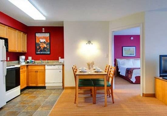 Residence Inn Frederick: Two-Bedroom Suite Kitchen