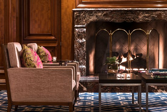 Clayton, MO : Lobby Seating Vignette ,Fireplace