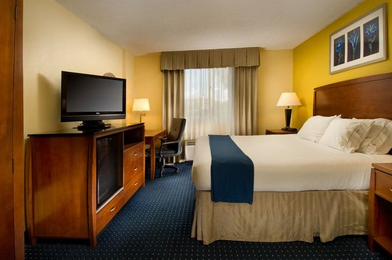 Holiday Inn Express Miami Airport Doral: Spacious King Guest Room with flat screen TV & WIFI!