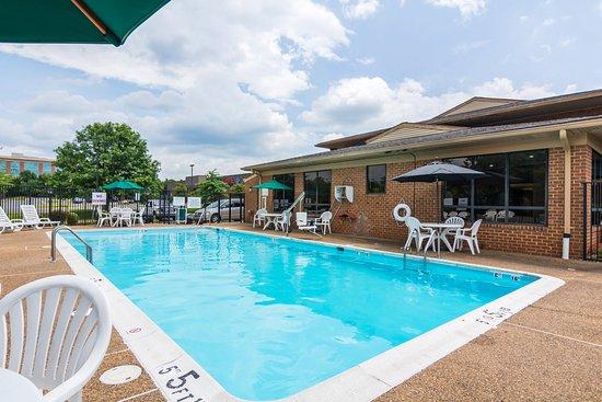 Quality Inn Manassas: Pool