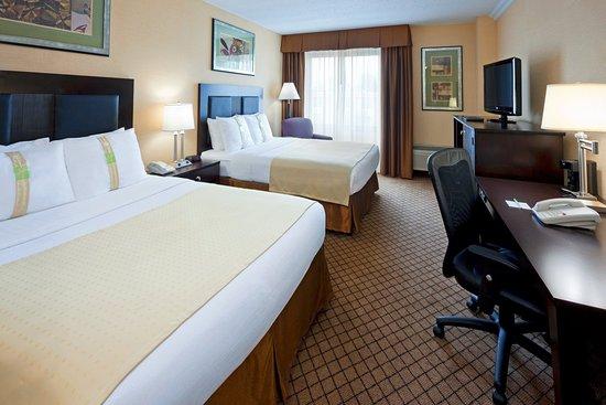 Hasbrouck Heights, NJ: Two Queen Bed Guest Room
