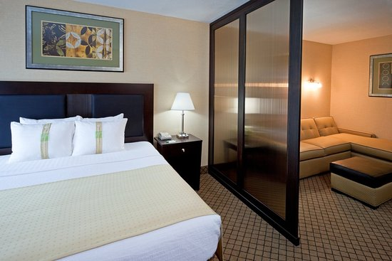 Hasbrouck Heights, NJ: King Junior Suite Holiday Inn-Meadowlands, NJ