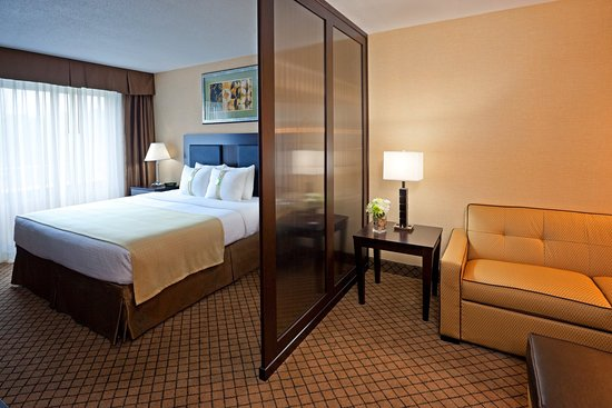 Hasbrouck Heights, NJ: King Junior Suite