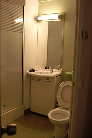 Le Passage, France: Salle d'eau + Toilette