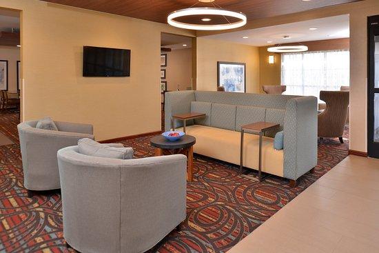 Lonoke, AR: Lobby Lounge