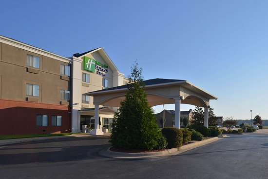 Holiday Inn Express Lonoke: Hotel Exterior