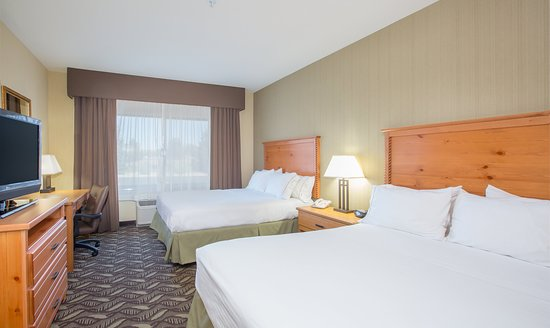 Holiday Inn Express : ADA/Handicapped accessible Two Queen Guest Room with mobility tub
