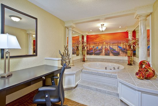 West Middlesex, Pensilvania: Themes Spa Suite. Jetted Tub Area. Venetian