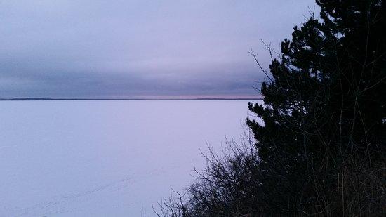 Loddiner Höft: Der Blick in Richtung der Insel Görmitz bei zugefrorenem Achterwasser
