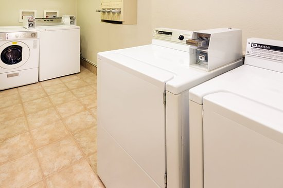 Holiday Inn Santa Ana-Orange County Airport : Convenient hotel guest laundry at Holiday Inn OC Airport