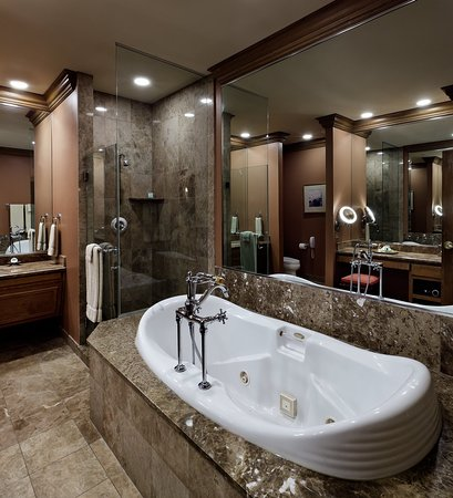 The Herrington Inn & Spa: River Premier Bath