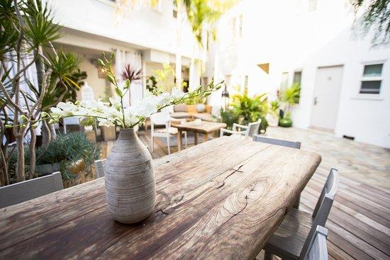 Hotel Beverly Terrace: COURTYARD