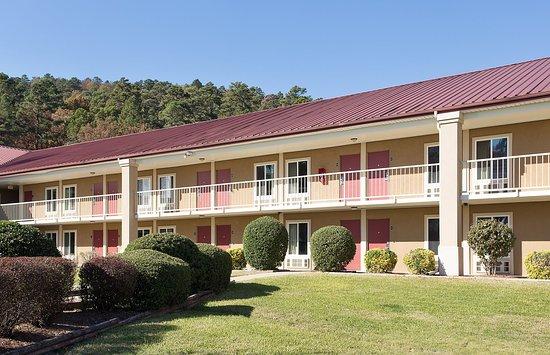 Red Roof Inn Hot Springs: Inn Exterior