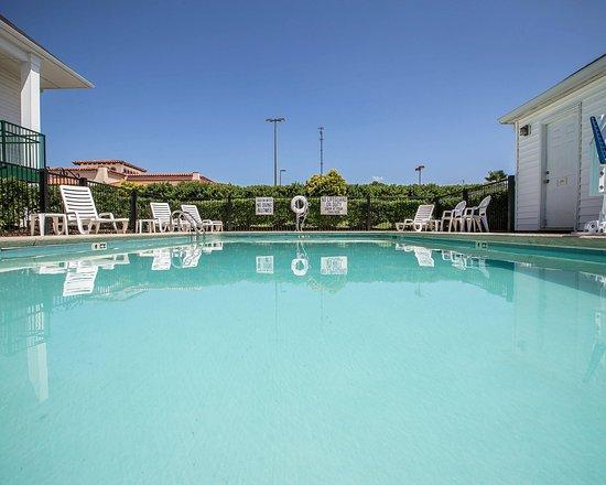 Seneca, SC: Pool