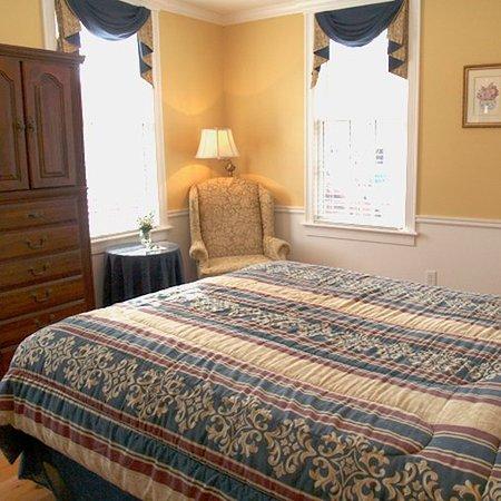 Essex Street Inn & Suites : Essex Street Inn Newburyport MADeluxe Room