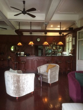 La Belle Epoque at The Luang Say Residence : The Bar Adjacent To The Restaurant