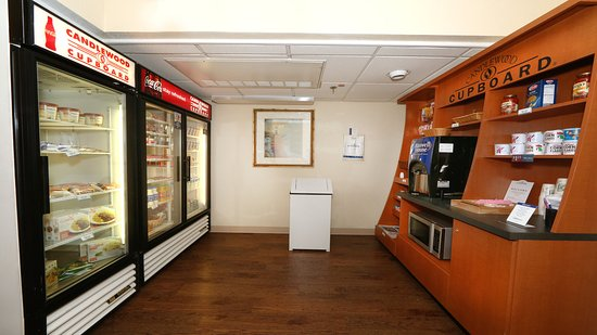 Candlewood Suites - East Lansing M.S.U: Candlewood Cupboard Open 24/7