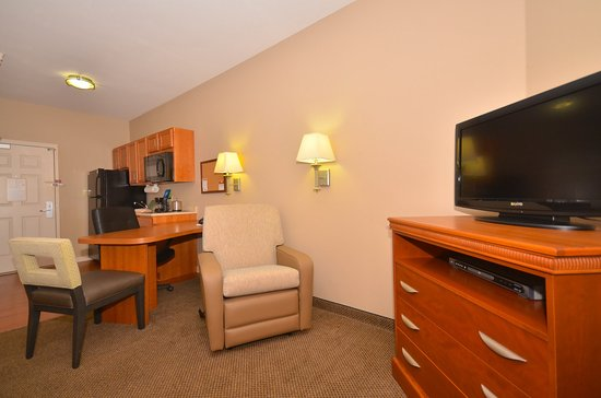 Candlewood Suites Clarksville: Guest Room