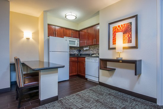Staybridge Suites Allentown West: Guest Room