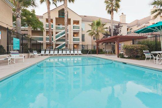 San Bruno, Kalifornia: Swimming Pool